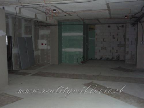 Nájomný priestor-holopriestor, 103,4 m2